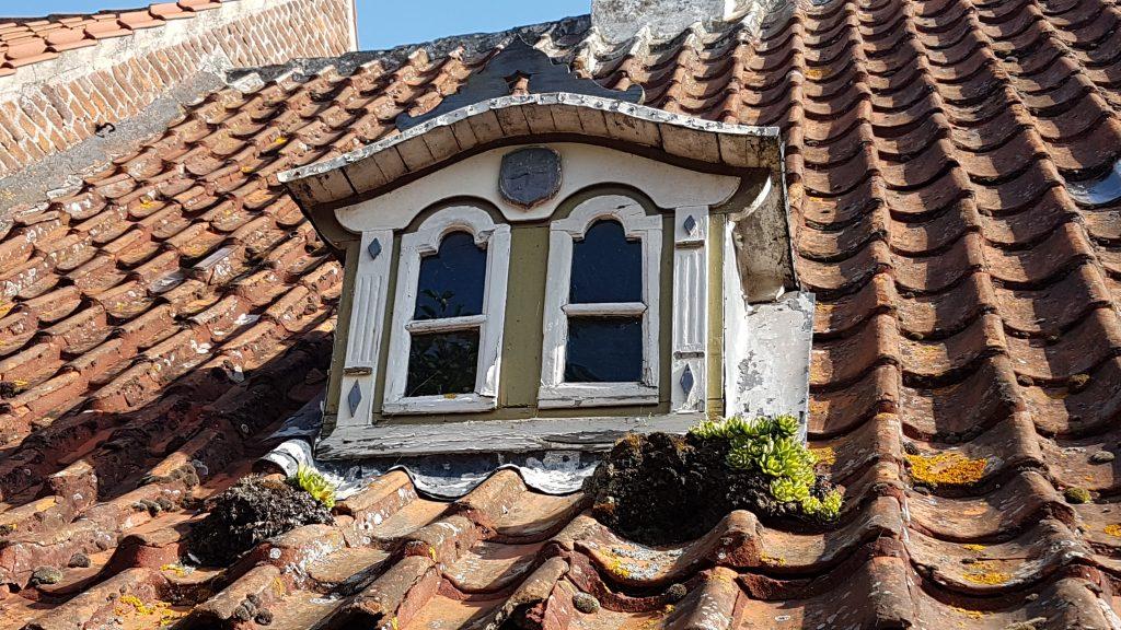 okno starej kamieniczki