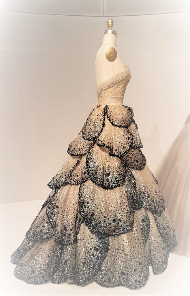 Suknia Christian Dior Junon z kolekcji AW 1949/1950 w muzeum MET Nowy Jork