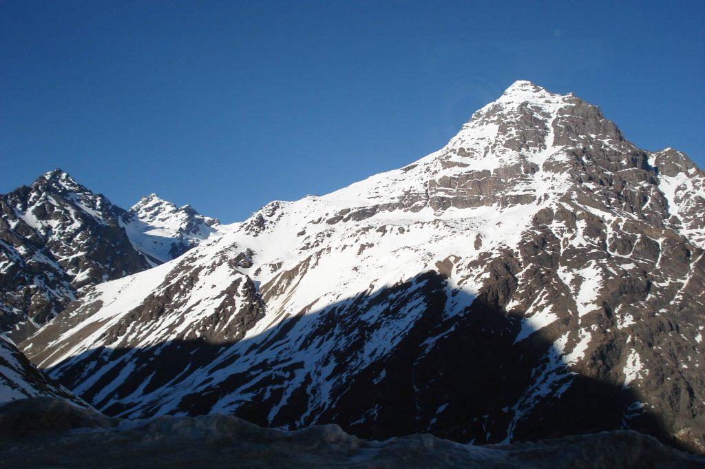 cień wielkiej góry