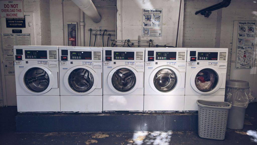 nie potrafił sam obsługiwać pralki