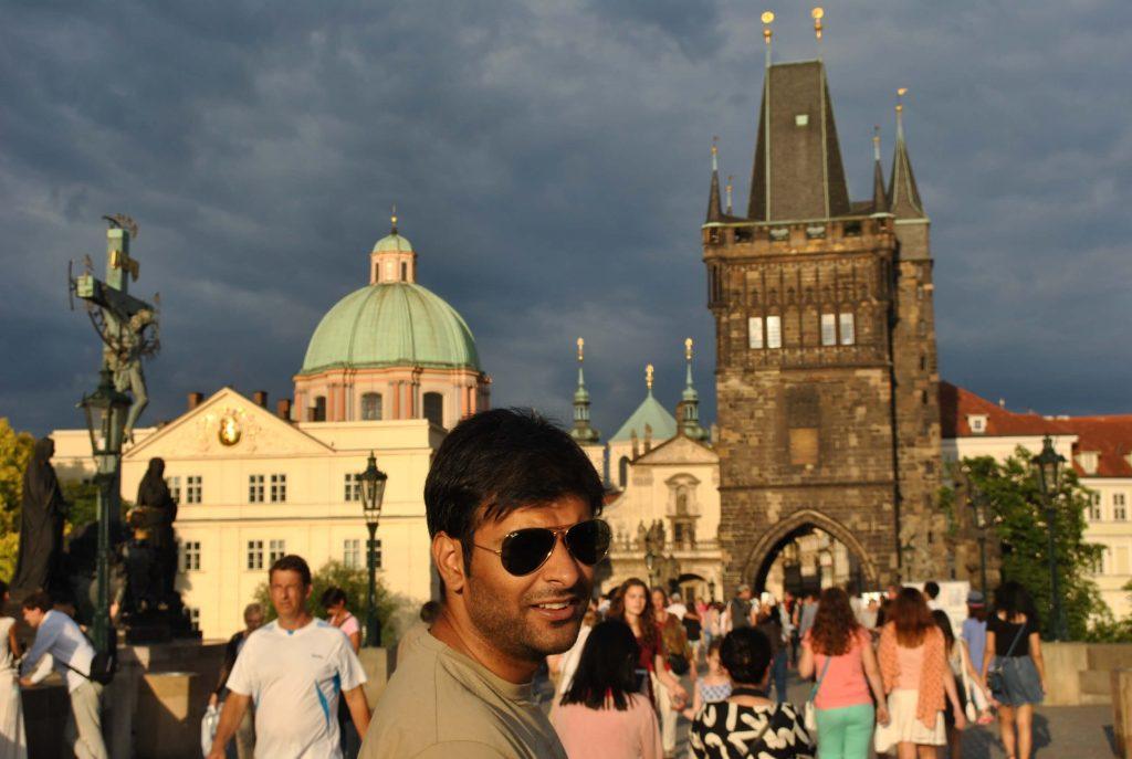 Książę w Pradze na Moście Karola