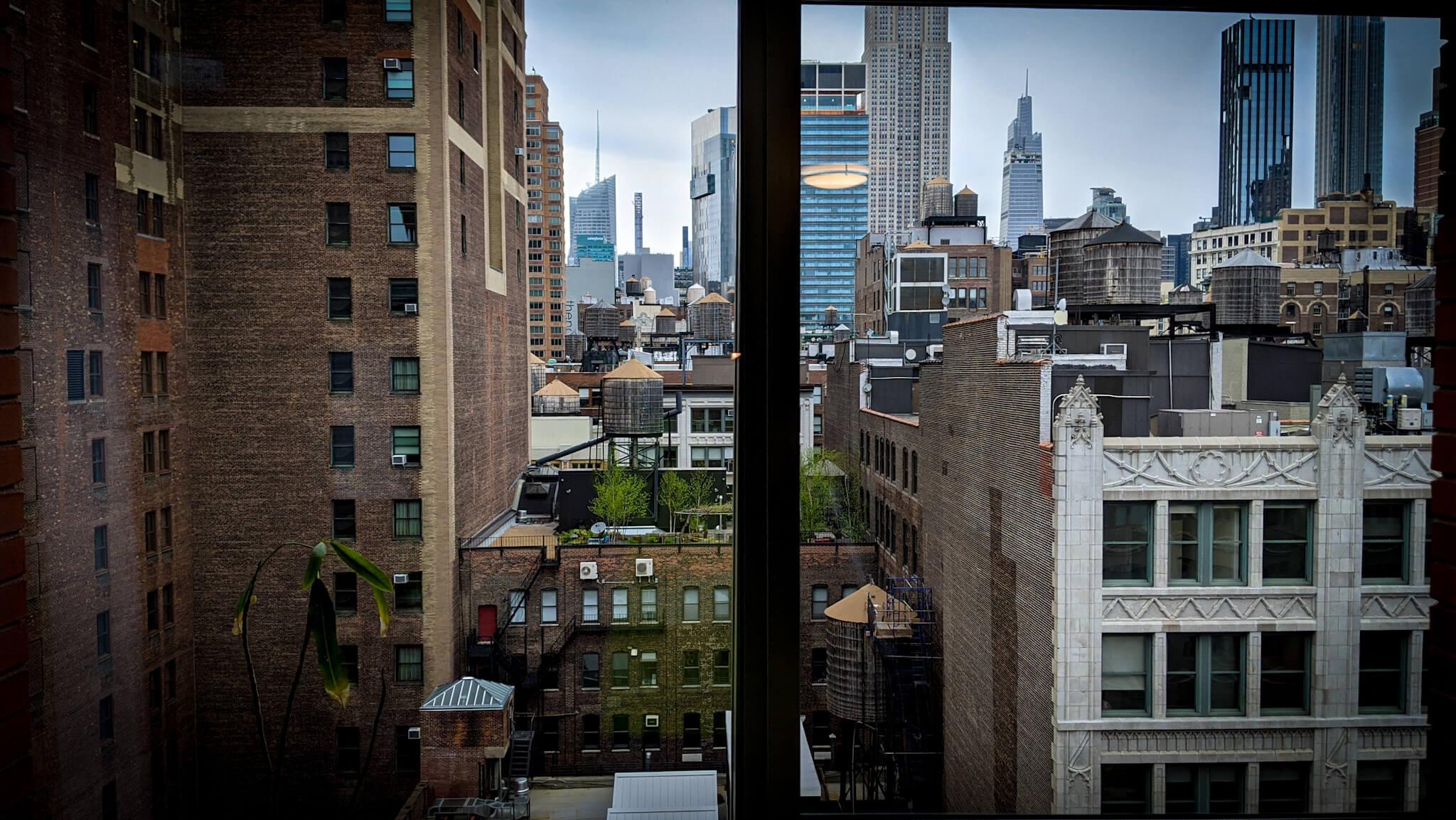 widok z mieszkania na Manhattanie