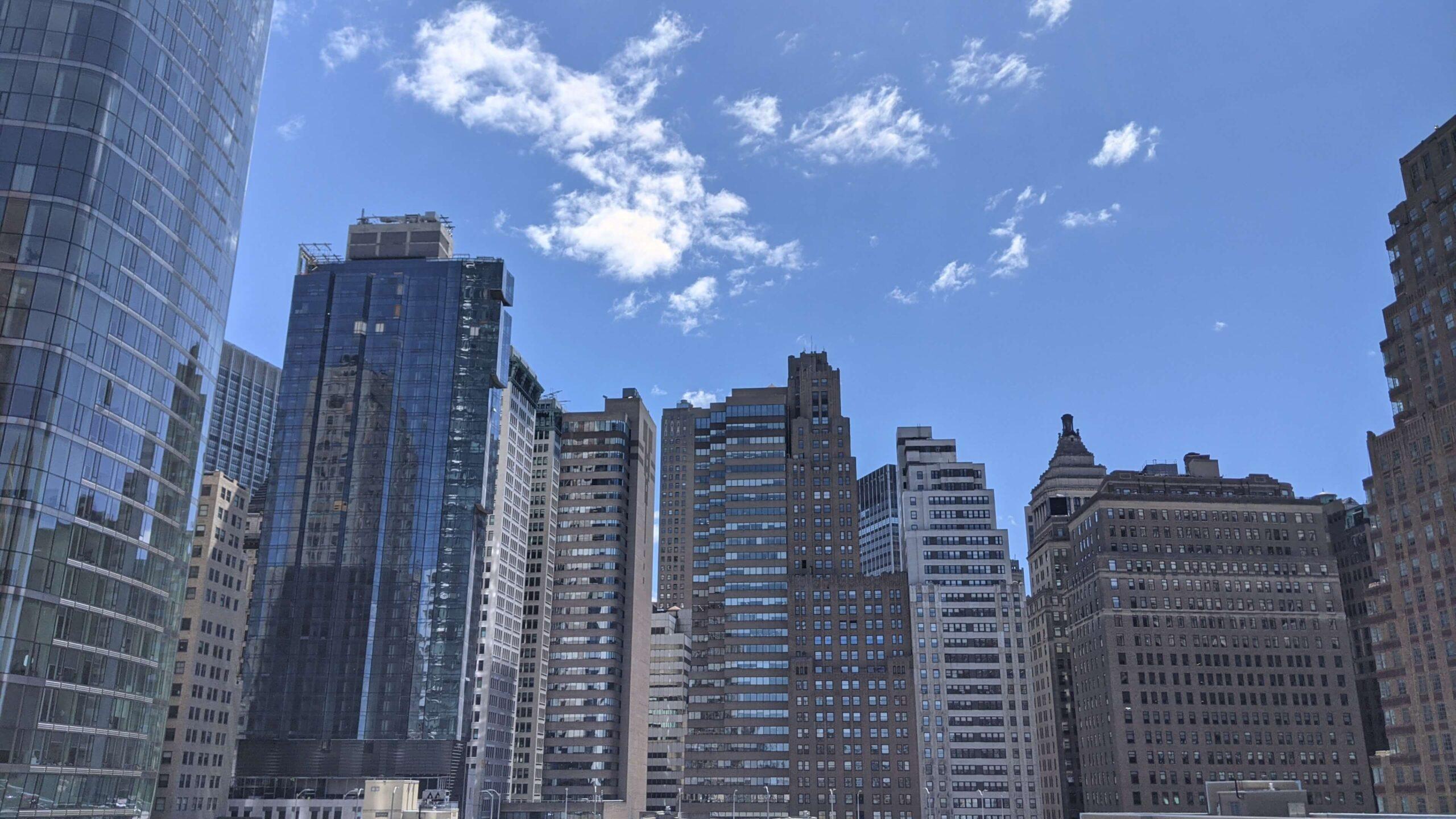 widok z balkonu na Manhattan skyline