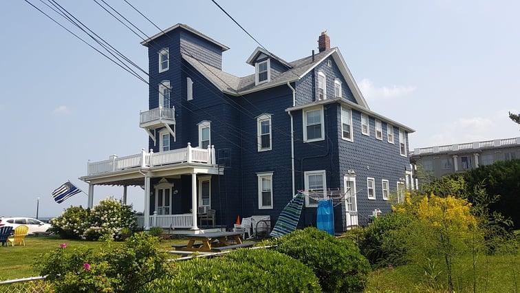 Wiktoriański dom nad brzegiem morza w Ocean Grove.